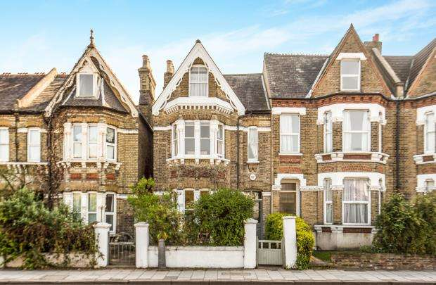 4 Bedrooms End Of Terrace House for sale in Kingston Upon Thames, Surrey, England