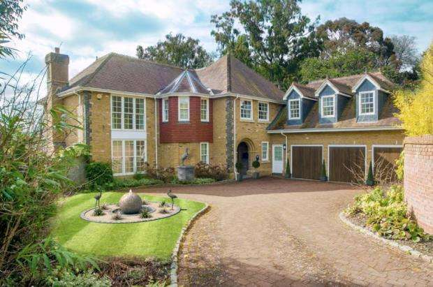 5 Bedrooms Detached House for sale in Chobham, Woking, Surrey