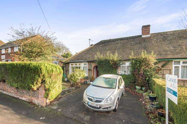 2 Bedrooms Bungalow for sale in Lightwater, Surrey, United Kingdom
