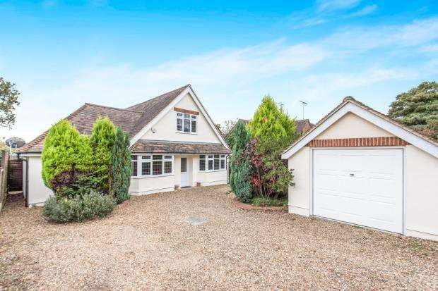 5 Bedrooms Bungalow for sale in Lightwater, Surrey
