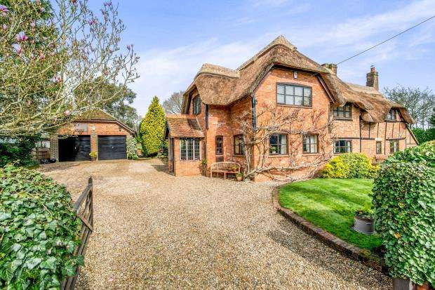 4 Bedrooms Detached House for sale in Silchester, Reading, Hampshire