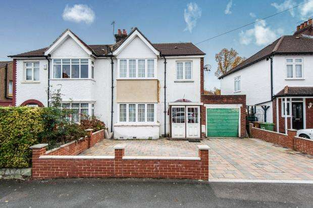 4 Bedrooms House for sale in Worcester Park, Surrey