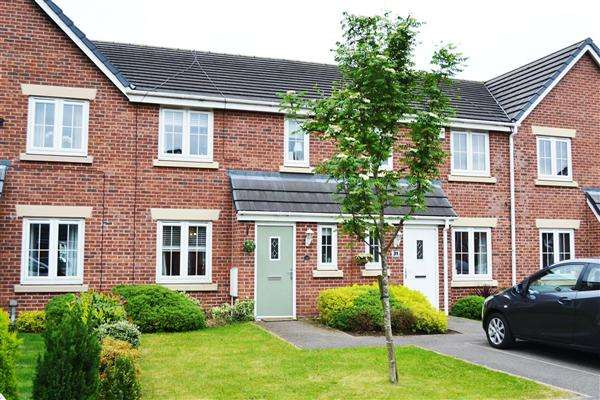 4 Bedrooms Terraced House for sale in Runfield Close, Leigh