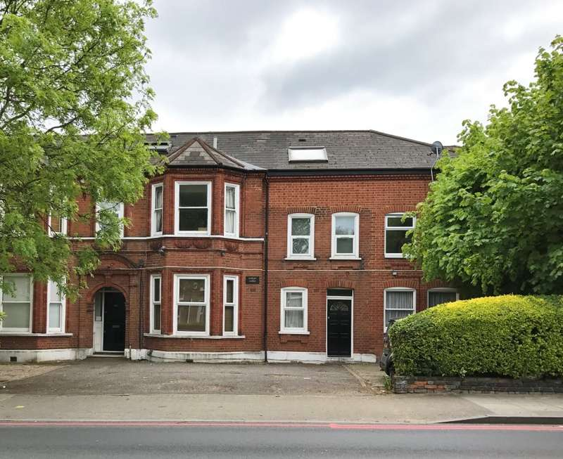 2 Bedrooms Flat for sale in Brownhill Road, Catford, London, SE6 1AX