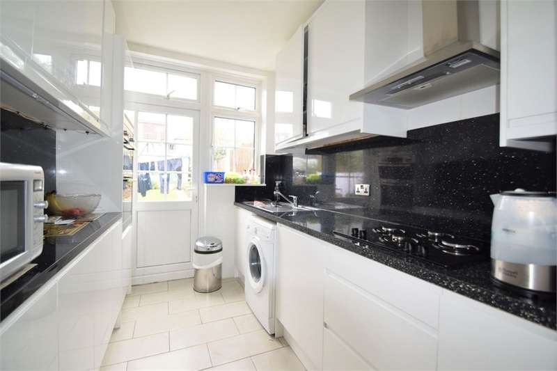3 Bedrooms Semi Detached House for sale in Isham Road, London