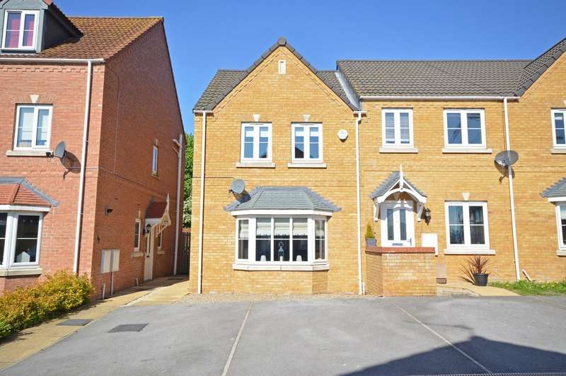 3 Bedrooms Town House for sale in Springfield Road, Lofthouse, Wakefield