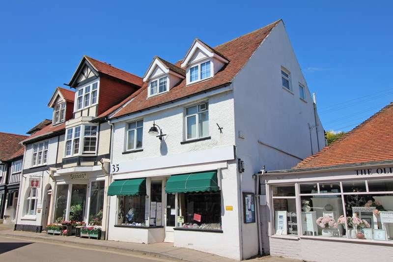 2 Bedrooms Maisonette Flat for sale in High Street, Milford On Sea, Lymington