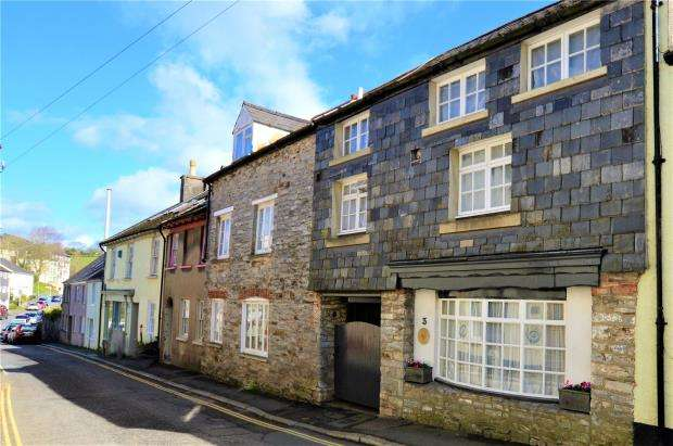 5 Bedrooms End Of Terrace House for sale in Market Street, Buckfastleigh, Devon