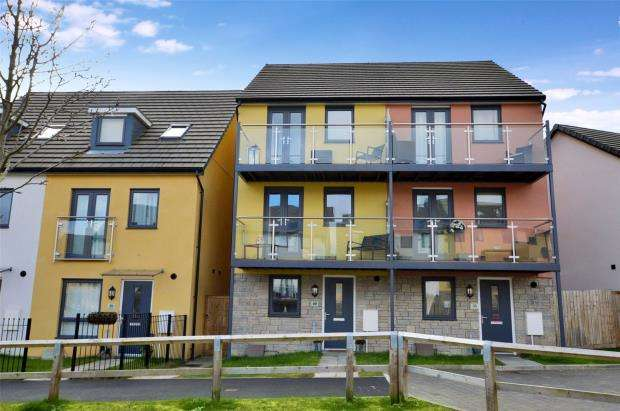 4 Bedrooms Semi Detached House for sale in Watercolour Way, Plymouth, Devon
