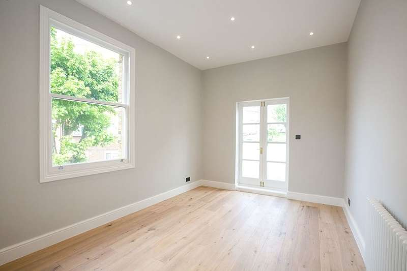2 Bedrooms Flat for sale in Campshill Road, London, SE13