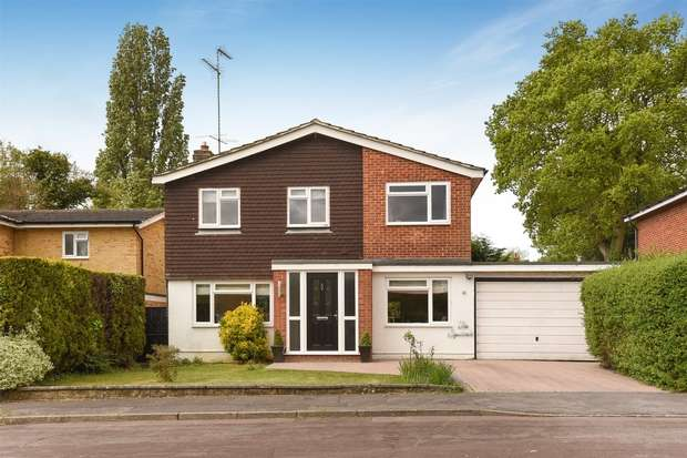 4 Bedrooms Link Detached House for sale in Alderbrook Close, CROWTHORNE, Berkshire