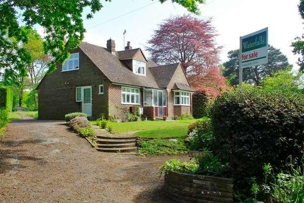 3 Bedrooms Detached House for sale in Hook Heath, Woking, Surrey