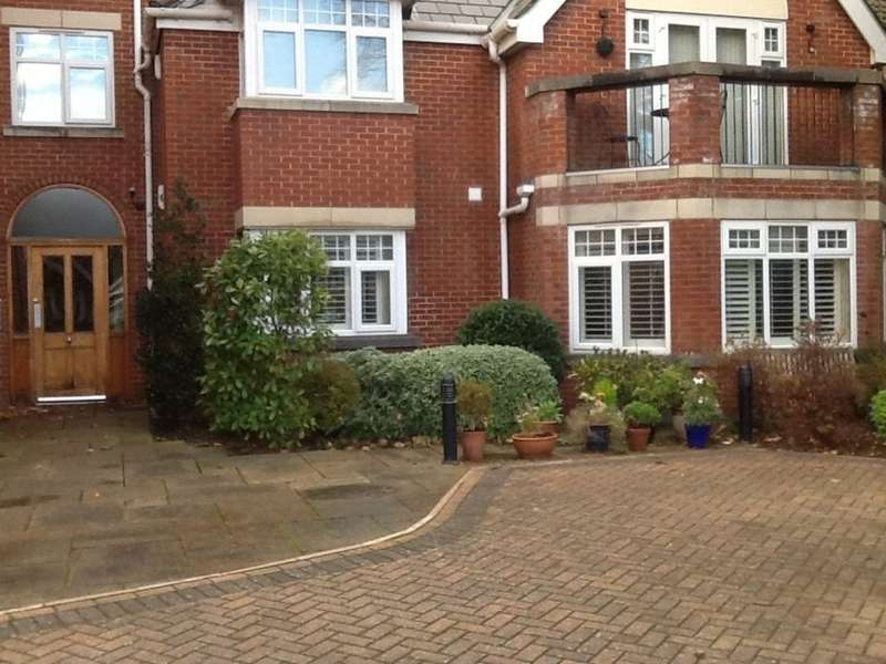3 Bedrooms Flat for rent in Barkfield Mansions, 6a Wicks Lane, Formby