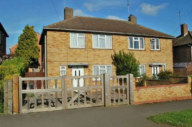 2 Bedrooms Semi Detached House for sale in Hemans Road, The Headlands, Northampton NN11 9AL