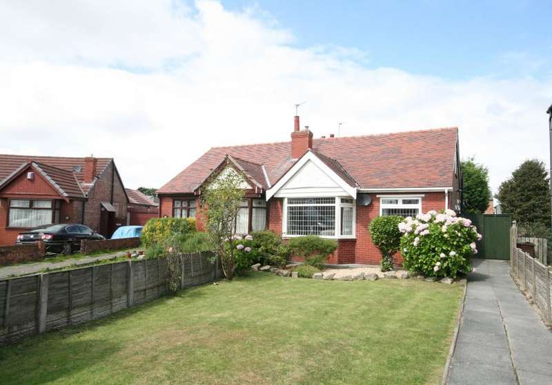 2 Bedrooms Bungalow for sale in Russell Avenue, Southport, PR9 7RD