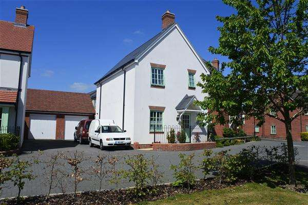 3 Bedrooms Semi Detached House for sale in The Rickyard, Shaftesbury