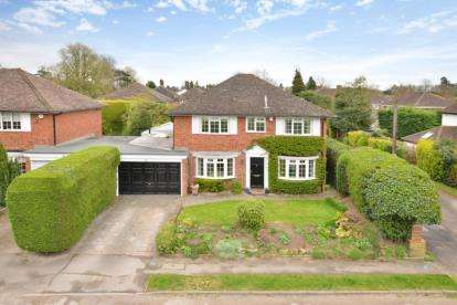 4 Bedrooms Detached House for sale in St. Georges Road, Bickley