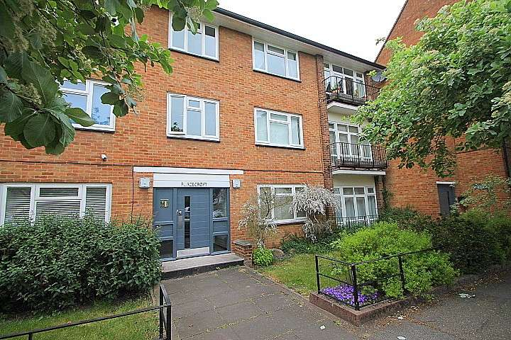 2 Bedrooms Flat for sale in Furzecroft, Percy Avenue, Ashford, TW15