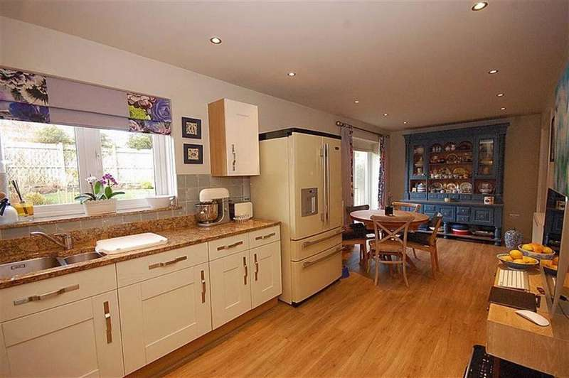 4 Bedrooms Detached House for sale in Acorn Drive, Meltham, Holmfirth, HD9