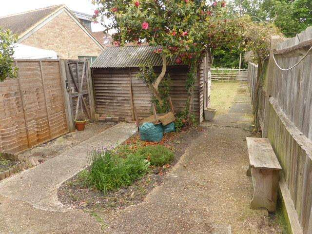 2 Bedrooms Terraced House for sale in Addlestone