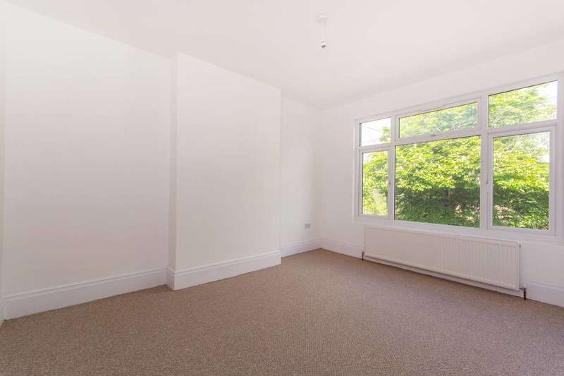2 Bedrooms Flat for sale in London Road, Hackbridge, CR4