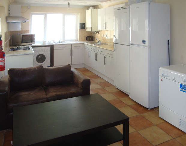 5 Bedrooms Terraced House for rent in Russell Street, Cathays, Cardiff, CF24