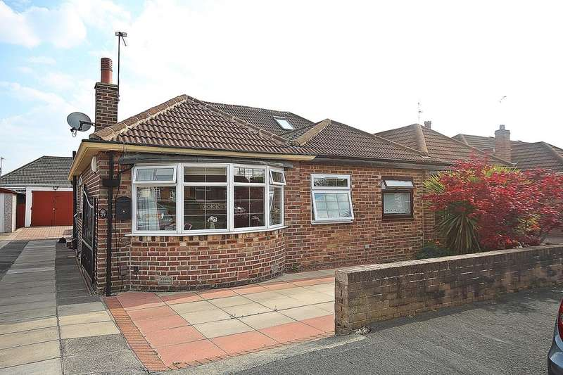 3 Bedrooms Semi Detached Bungalow for sale in Kennerleigh Avenue, Leeds, LS15