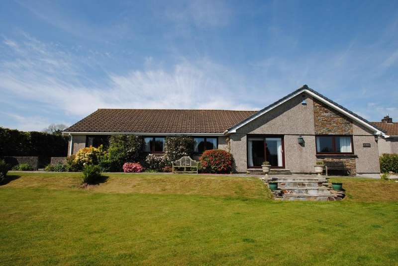 4 Bedrooms Bungalow for sale in Trevadlock, Congdons Shop