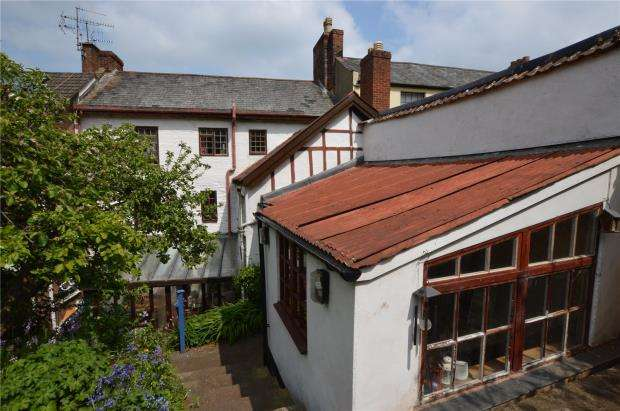 5 Bedrooms Terraced House for sale in Union Terrace, Crediton, Devon