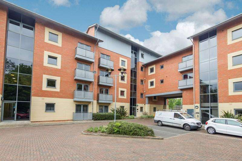 2 Bedrooms Flat for sale in Bournbrook Court, Bristol Road, Selly Oak, Birmingham