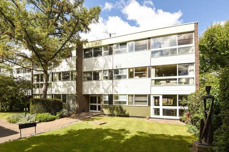 3 Bedrooms Flat for sale in Blackheath Park London SE3