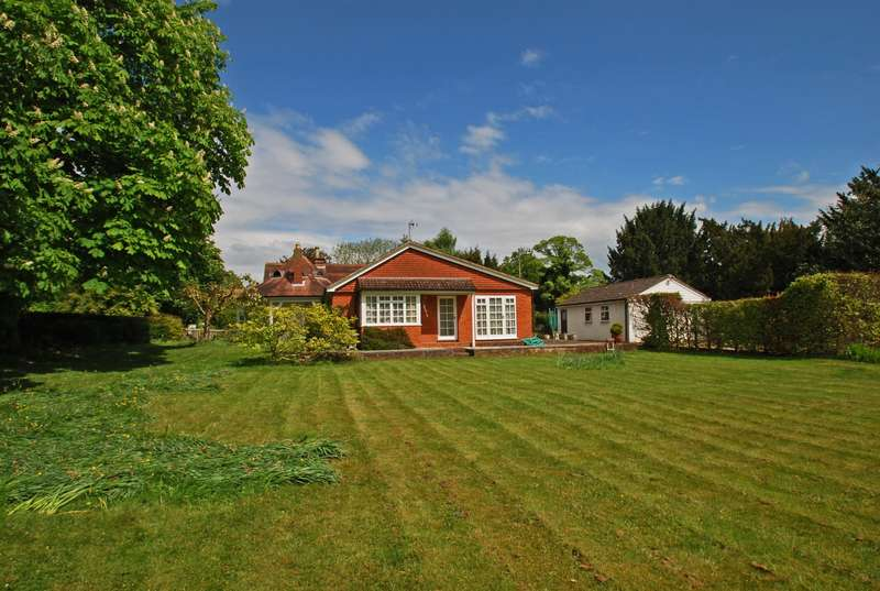 3 Bedrooms Detached Bungalow for sale in Hedsor Road, Bourne End, SL8