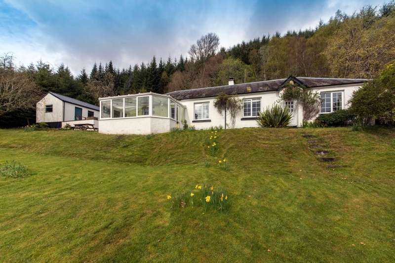 3 Bedrooms Cottage House for sale in 1 Primrose Bay, Invermoriston, Highland, IV63 7YD