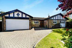 4 Bedrooms Bungalow for sale in Heathway, Chaldon, Caterham, Surrey