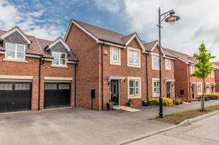 4 Bedrooms Semi Detached House for sale in Nightingale Road, Worthing, West Sussex