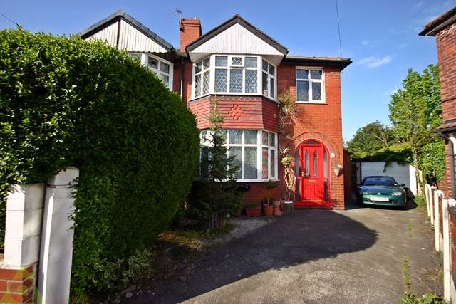 3 Bedrooms Semi Detached House for sale in Lowood Avenue, Urmston, M41