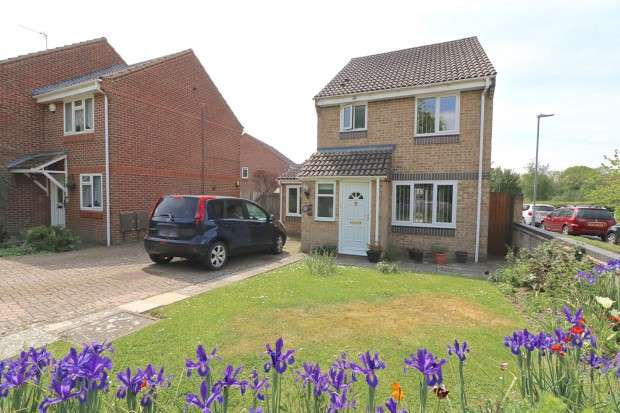 3 Bedrooms Detached House for sale in Turnberry Drive, Hailsham, BN27
