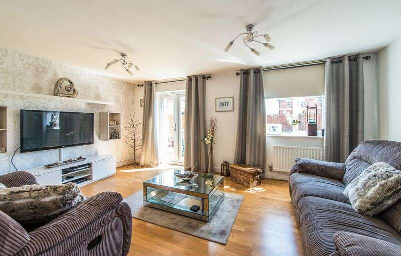 3 Bedrooms Terraced House for sale in Juno Way, Wainscott, Kent ME3