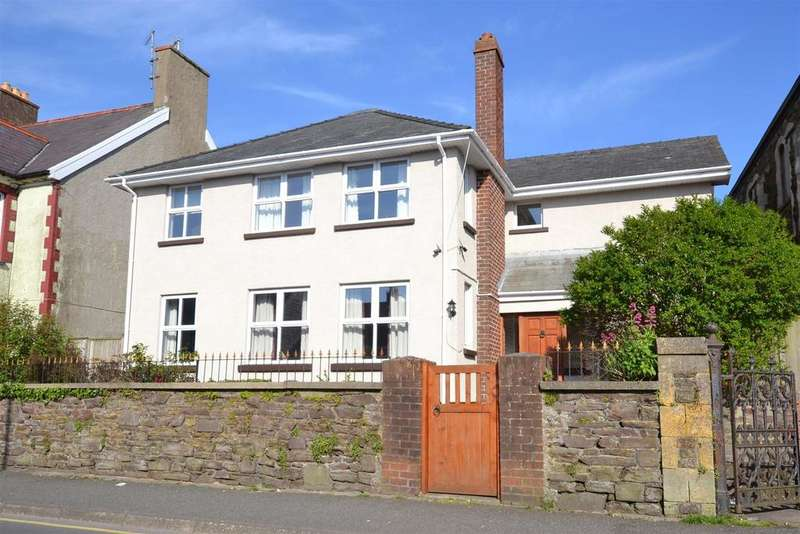 4 Bedrooms Detached House for sale in Milford Haven