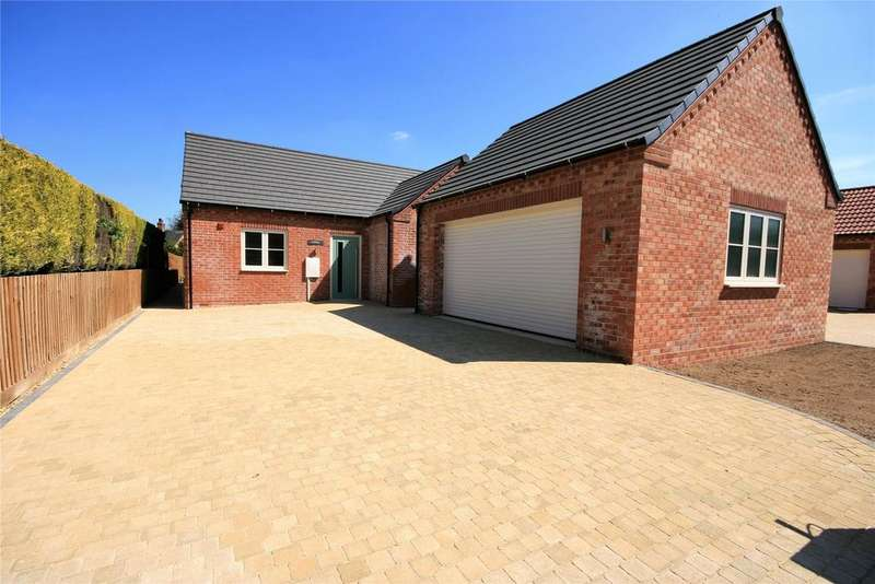 3 Bedrooms Detached Bungalow for sale in Kirkgate, Whaplode, PE12