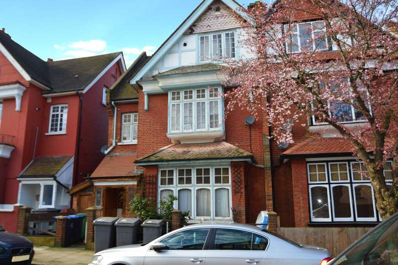 5 Bedrooms Detached House for sale in Heathfield Park, London NW2