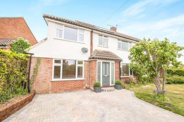 4 Bedrooms Semi Detached House for sale in Pyrford, Surrey