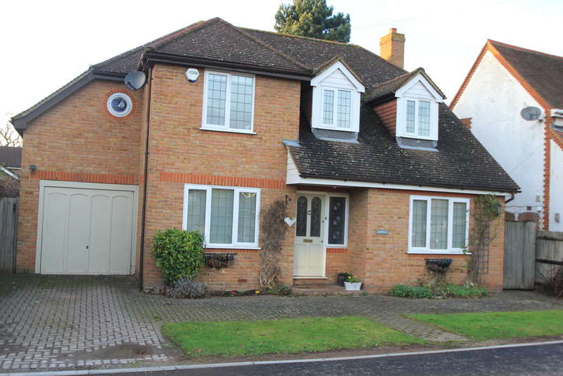 4 Bedrooms Detached House for sale in Summerfield Lane, Long Ditton