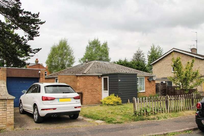 3 Bedrooms Detached Bungalow for sale in St Fabians Close, Newmarket