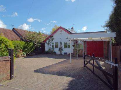 3 Bedrooms Bungalow for sale in Tournament Road, Glenfield, Leicester, Leicestershire