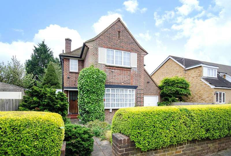 3 Bedrooms Detached House for sale in Hallam Gardens, Pinner, HA5