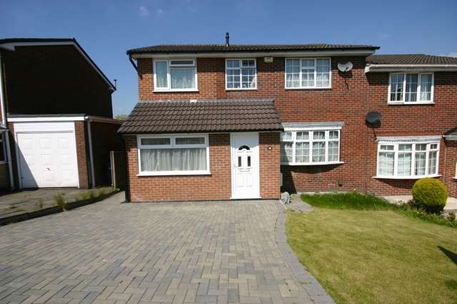 4 Bedrooms Semi Detached House for sale in Braeside Grove, Ladybridge, Bolton, BL3