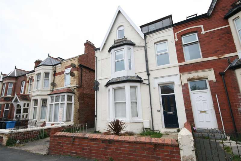 2 Bedrooms Flat for sale in St Andrews Rd Sth, St Annes