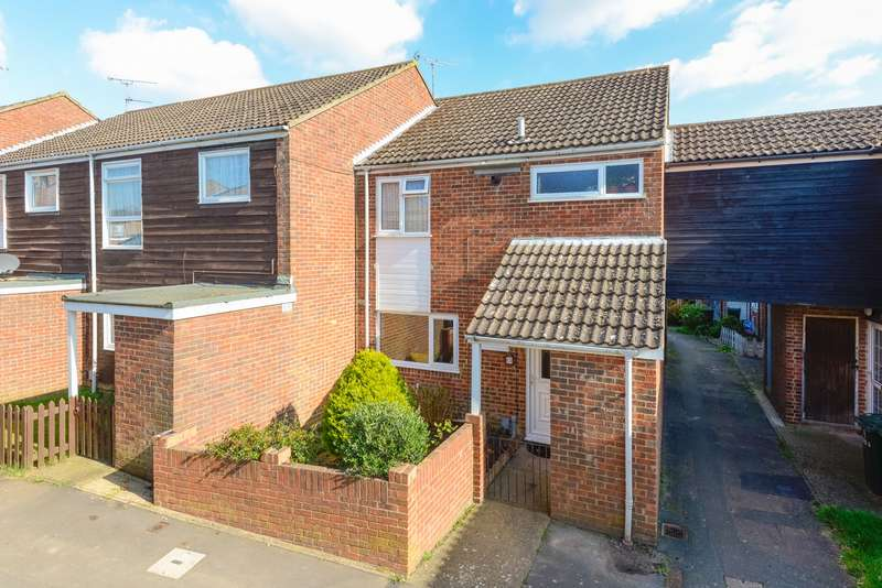 4 Bedrooms Detached House for sale in Stour Close, Ashford TN23