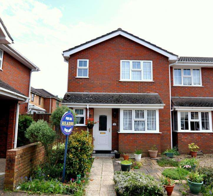3 Bedrooms End Of Terrace House for sale in Ringwood, BH24 1YB
